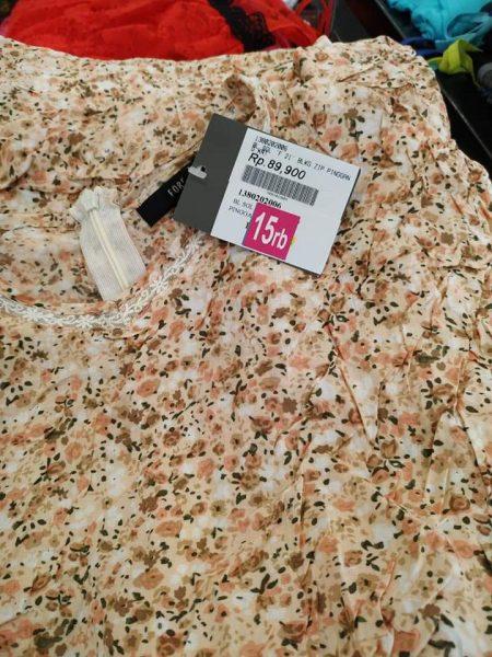 Belanja baju branded murah ya di Mangga Dua Square donk tempatnya