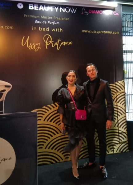 in bed with Ussy Pratama parfum